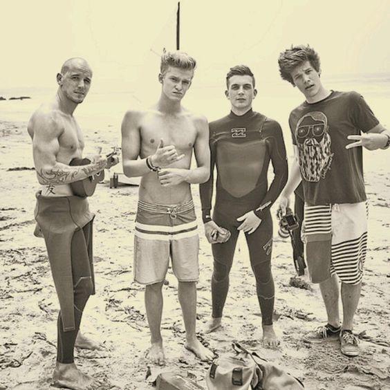 Surfers >>