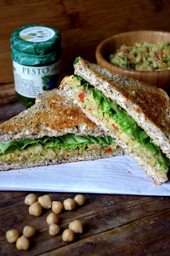 Meatless Monday: Mashed Chickpea & Pesto Sandwich @ Nutritionist in the Kitch