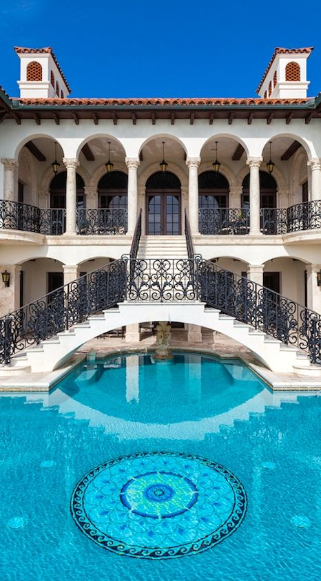 A glamorous luxury billionaire life. Don't you agree? Find more in http://www.bocadolobo.com/en/inspiration-and-ideas/