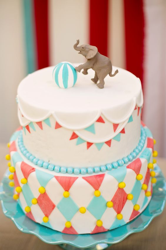Vintage Circus Themed birthday cake | Vintage Circus theme sweets table | Cake by Confections of a Red Head | Photo by Brittania Photo Art: