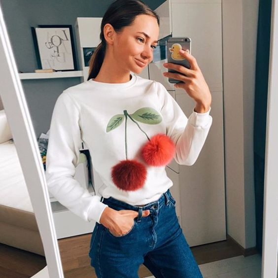 2016 nieuwe Herfst mode vrouwen Kleurrijke Cherry Pluche Bal blouse casual o hals lange mouwen gedrukt shirt Dames wit tops in opmerking: deze kleding maat informatie is alleen voor referentie, controleer de bovenstaande gedetailleerde metin van Shirts& blouses op AliExpress.com | Alibaba Groep