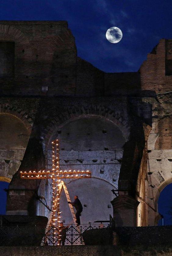 La via Crucis 2015 al Colosseo