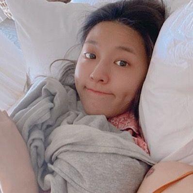 我的夢想就是每天醒來可以看到炫寶素顏睡在旁邊🥰 My dream is to look at Seolhyun sleeping next to me without makeup when I get up every day🥰…