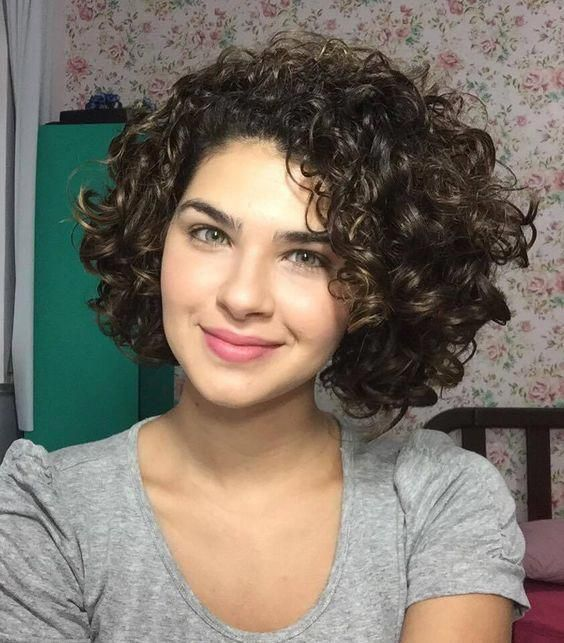 Short Curly Hairstyles For Round Faces Cute Short Curly Hairstyles Curly Hair Styles Short Curly Hairstyles For Women