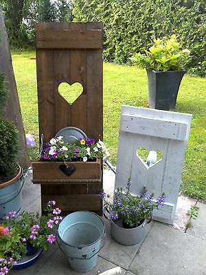 shabby fensterladen herz blumenkasten garten deko holz massiv landhaus deko holz pinterest. Black Bedroom Furniture Sets. Home Design Ideas