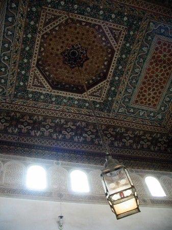 Techo decorado en madera en el Palacio de la Bahía de Marrakech - Marruecos