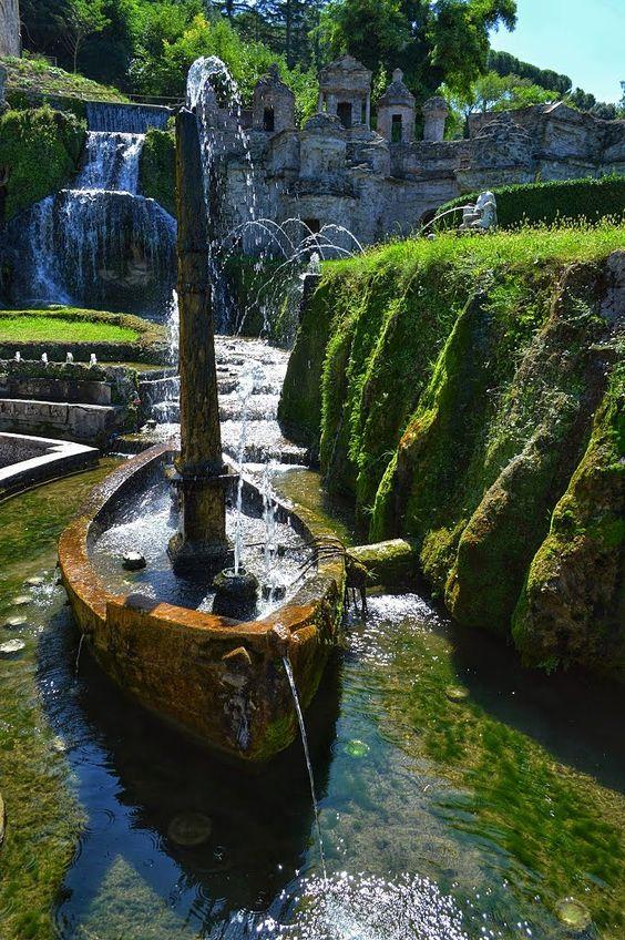 In the gardens at Villa D'Este, Tivoli / Italy (by juncujuncu).