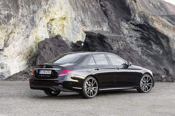 Mercedes-AMG E 43 [Fuel consumption combined: 8,3 (l/100 km) | CO2 emission combined: 189 g/km] #mbess #mercedes #eclass