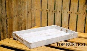 Bandeja realizada con madera reciclada