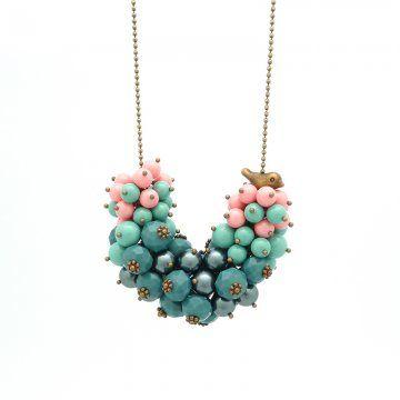 DIY necklace / Réaliser un collier pour la fête des mères / Un collier avec un pendentif en forme de grappe de perles pour la fête des mères: