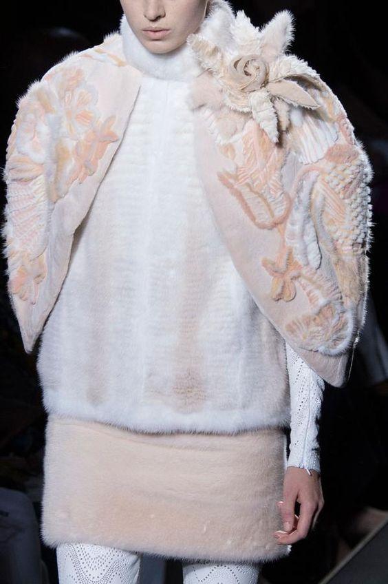 Parade Fendi Fall-Winter 2015-2016 Haute Couture | The Figaro Madame
