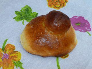 """Brioche napoletana   La Cucina di Milena http://blog.giallozafferano.it/lacucinadimilena/brioche-napoletana/ La brioche napoletana si può preparare con il """"tuppo"""" (tappo in italiano) oppure senza. Appartiene ai dolci da colazione o da """"spezza fame"""" e la sua origine è francese. Il tuppo ricorda le acconciature raccolte a chignon  delle donne del sud: infatti questa brioche si prepara anche in Sicilia,dove viene servita con una granita soffice e deliziosa."""