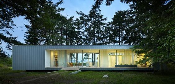 The Seattle Times: Joe Herrin designs a glass cabin on Orcas Island  :: tour