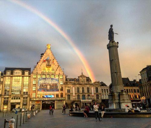 cladelcroix: Arc-en-ciel sur la Grand Place #rainbow...