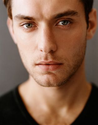 Jude Law, loved in in Holiday!