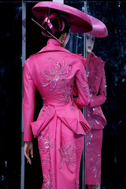 notordinaryfashion:    Christian Dior Haute Couture - John Gallliano