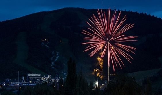 Fireworks on the 4th of July at Snowbird. Find out where to watch fireworks in Utah on the blog! #fireworks #snowbird #skiresort #utah #2016 #latitude40slc
