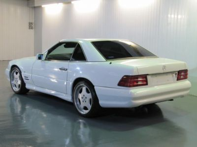 Mercedes-Benz SL Series 5.0 SL500 CONVERTIBLE AUTOMATIC * ONLY 22000 MILES Convertible Petrol WhiteMercedes-Benz SL Series 5.0 SL500 CONVERTIBLE AUTOMATIC * ONLY 22000 MILES Convertible Petrol White at The Car Warehouse Middlesbrough