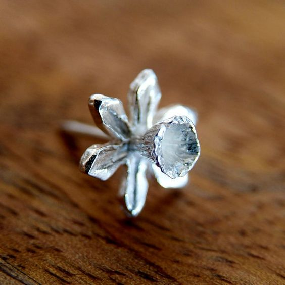 Silver Tie Pin, Daffodil Flower Stud.  This elegant daffodil stud pin is handmade in silver. Can be used as a simple pin brooch, or a tie/