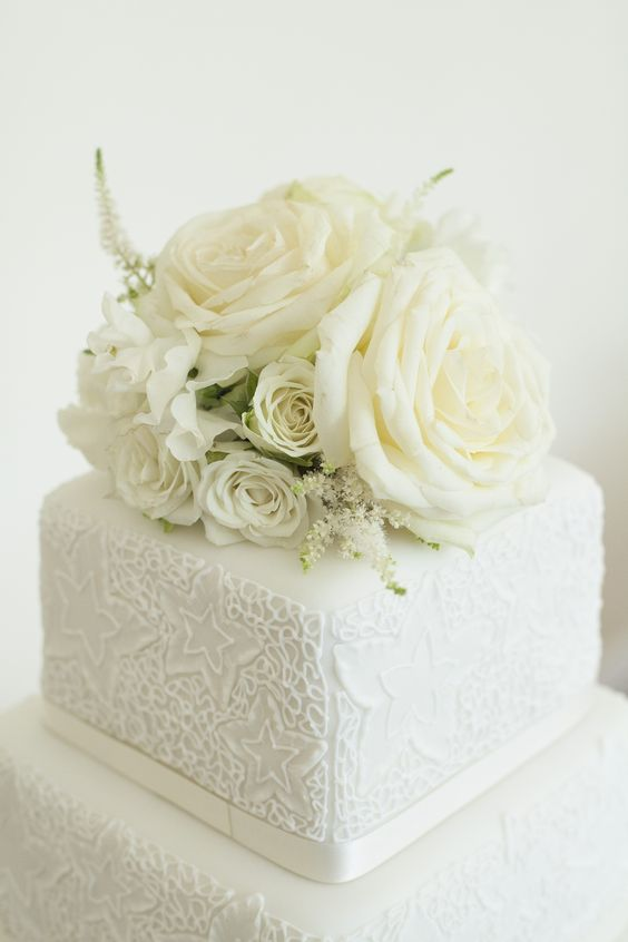 Cake topper with a variety of white flowers