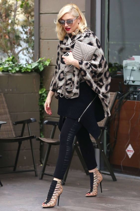 In a chic styling feat, Stefani took a gorgeous gray scarf and wrapped it elegantly around her shoulders.