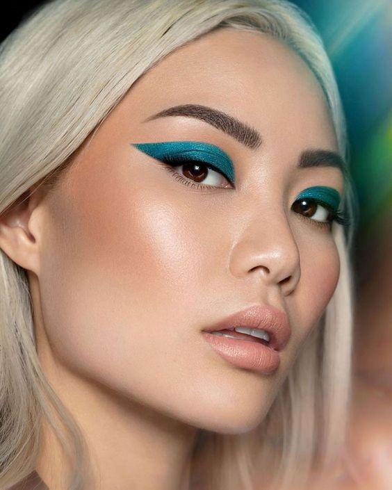 Moda Make Up: dobbiamo metterci l'eyeliner   Vita su Marte