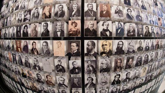 Das Briefnetzwerk der Brüder Grimm in zeitgenössischen Porträts wird bei der Eröffnung der Grimmwelt in Kassel gezeigt. Germany 2016
