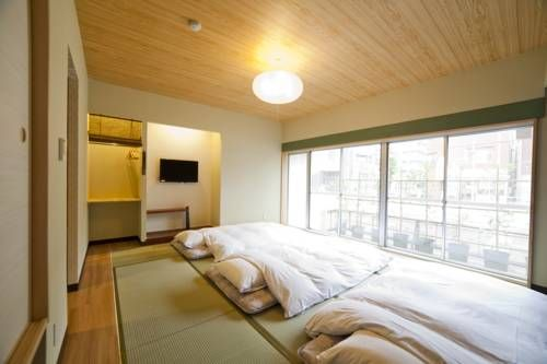 Fukuwauchi Tokyo Featuring free WiFi throughout the property, Fukuwauchi is located in Tokyo, 900 metres from Edo Tokyo Museum.  Every room has a flat-screen TV. You will find a kettle in the room. For your comfort, you will find free toiletries and a hairdryer.