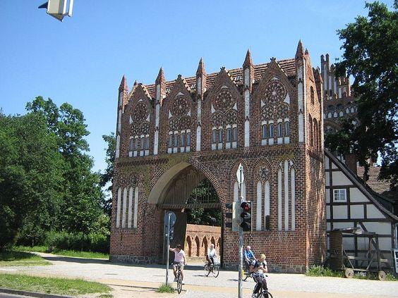 das Treptower Tor (Vortor, Feldseite) in Neubrandenburg (Mecklenburg-Western Pomerania