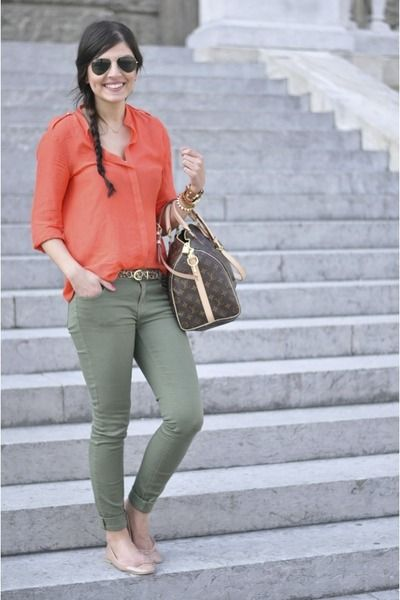 Olive green skinny jeans and a coral shirt; great color combo.: