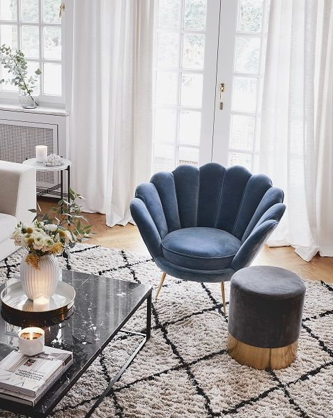 Przytulny Salon To Serce Kazdego Domu Wygodna Kanapa Dla Calej Rodziny Poduszki Miekkie Koce Design Stuhle