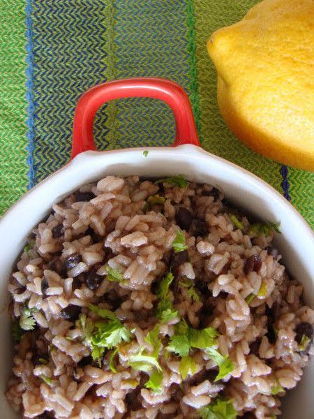 Receita de Arroz de Feijão com Coentros  Esta é uma receita que nos sugere uma maneira diferente de cozinharmos o arroz. O seu paladar fica irresistível!  Receita completa em http://www.receitasja.com/arroz-de-feijao-com-coentros/: