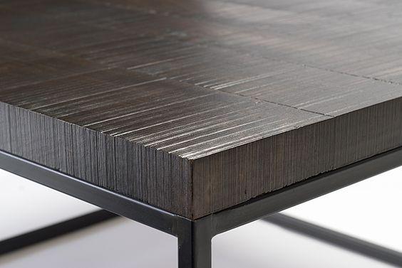 detail view of T207 black steel base and shelf with textured, solid walnut top / vue détaillée de T207 piètement et tablette en acier noir et dessus en noyer massif texturé