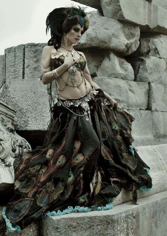Moria Chapell #Bellydance #BellydanceOutfits #BellydanceCostume #Dance #Bellydancer