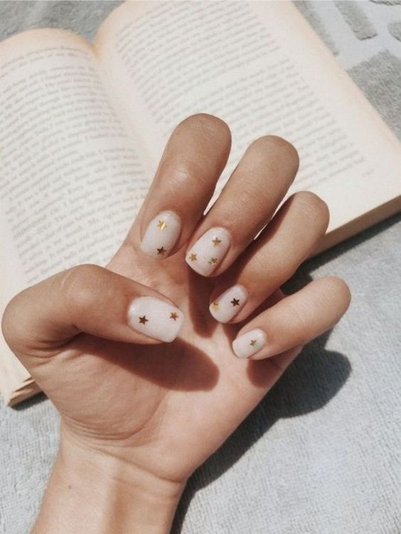 40 Pretty And Simple Short Nail Ideas For 2019 Fall Winter Hcylife Blog Classy Nails Classy Nail Art Manicure