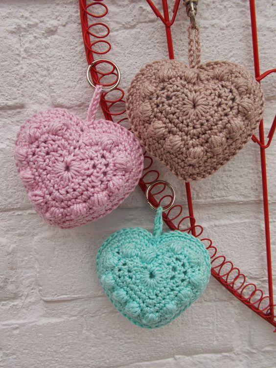 Bobble heart sleutelhangers - Renates haken en zo http://www.marrotdesign.nl/product/bobble-heart/