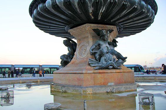 Вид на чашу фонтана Трех Граций снизу