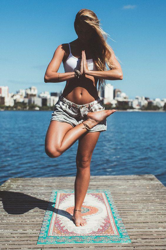 junto com 'leve', nossa nova mini-coleção, chegaram também nossos primeiros tapetes de yoga! tudo a ver com essa vibe zen e conectada que a gente tá vivendo e quer levar pra vida inteira.: