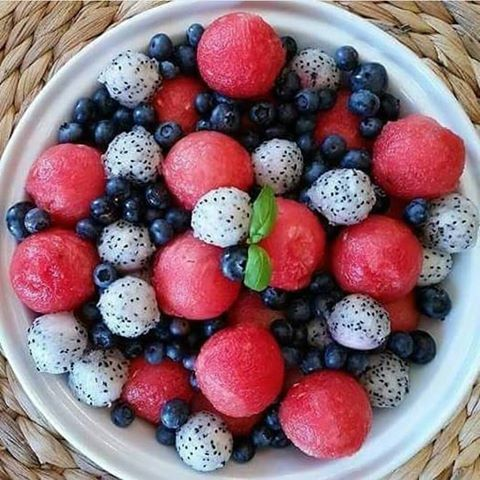 I WILL be making this red, white, and blue fruit salad by Clean Food Crush. #happy4th #dragonfruit #eatforhealth
