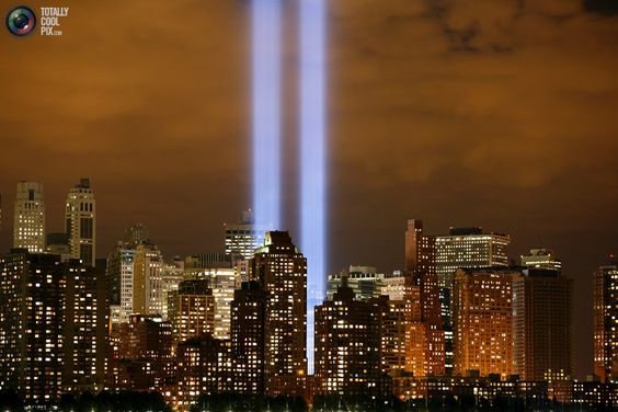 The Tribute in Lights shines on the skyline of lower Manhattan in New York, September 11, 2006, as the fifth anniversary of the September 11, 2001 attack on the World Trade Center is observed.