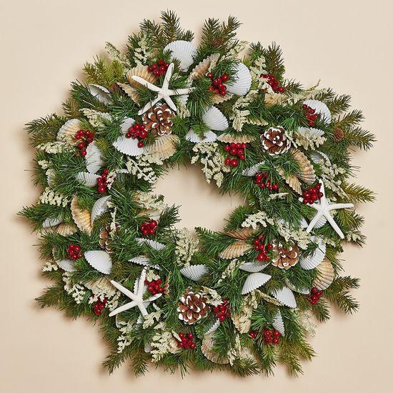Beachy Christmas wreath. I so want this!  Aunt Sharon :)