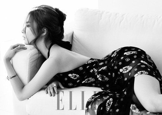 Shin Se Kyung is sophisticated and sexy for 'ELLE' | allkpop.com