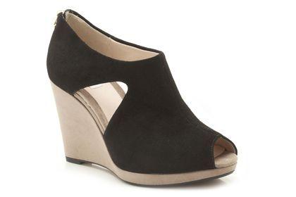 Keilabsatz-Schuhe aus schwarzem Premium-Veloursleder und beigen Absatz, Clarks Comet Zoom, 99,95 Euro: http://www.clarks.de/p/20357268 #FS14