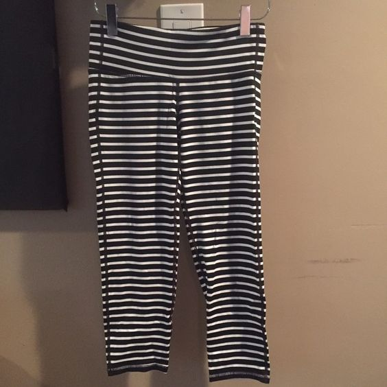 Athletica Chaturangua Striped Crops XS Athletica Chaturangua Striped Crop Leggings. Size XS. Washed in cold water and hung dry but never worn. No rips, tears, pulling, stains, or signs of wear. Retails for $65. Will ship within one business day of payment. You can get the exact look of Lululemon parallel strip crops for a fraction of the price. Athleta Pants Leggings