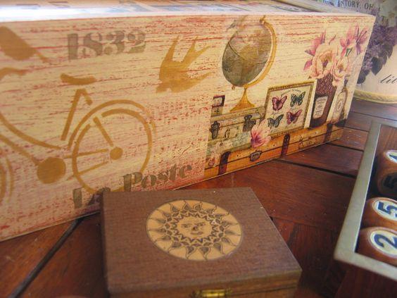 Decoupage con servilleta y stencils caixes de vi for Decoupage con servilletas en muebles