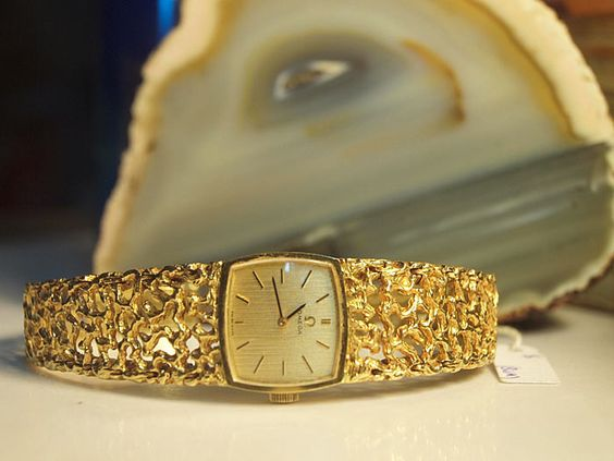 VINTAGE OMEGA LADIES 750 GOLD WATCH - http://menswomenswatches.com/vintage-omega-ladies-750-gold-watch/ COMMENT.