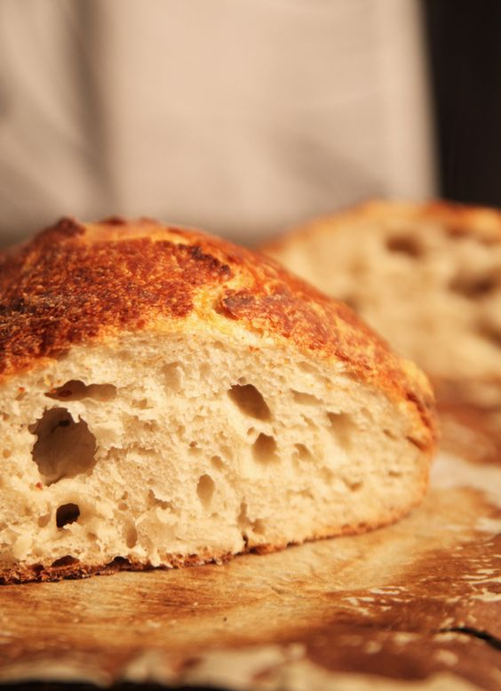 Easy No-Knead Artisan Bread Recipe--Even non-bakers can make a loaf that's worthy of an upscale bakery!