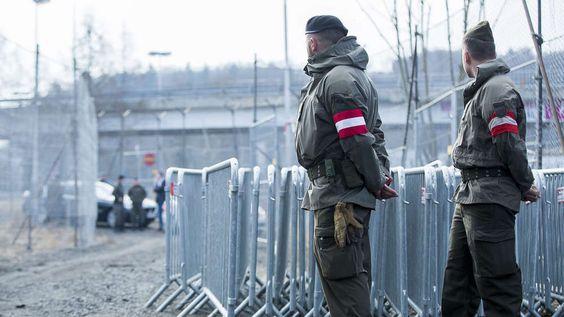 """Österreich kann in der Flüchtlingskrise künftig einen """"Notstand"""" ausrufen. Als Folge hätten Schutzsuchende kaum mehr eine Chance auf Asyl."""
