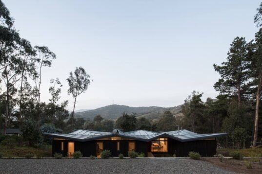 Architects Use Simple Low Cost And Efficient Materials To Create Spectacular Home With Flying Roof In Chile Roof Shapes Roof Architecture Vacation Home