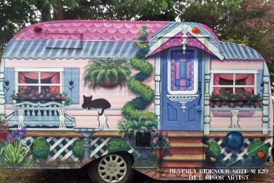 Beverly Ridenour, Sister on the Fly # 129 had her Serro Scotty Highlander vintage trailer painted by artist, L. Risor.  Super adorable